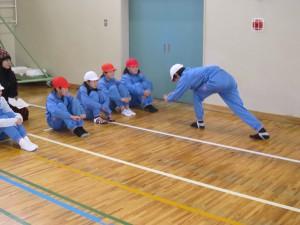 グループ「あんこ」は春男さんの人生を表現。小学校で子どもたちに農作業を教えているところです。