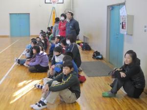 4年生たちが練習を見に来てくれました。