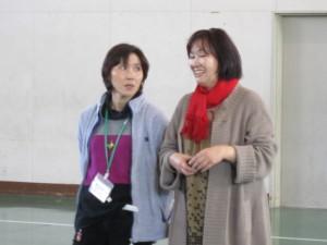 小野寺先生と小岩さん(右)。学校と地域の連携もぴったりです。