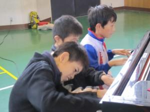 ピアニストたちは今日も自分の音を探求中。毎回違う音を奏でてます。