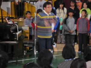 「ひみつの音楽会」の幕開けは、片岡さんの楽しいソロ演奏です。
